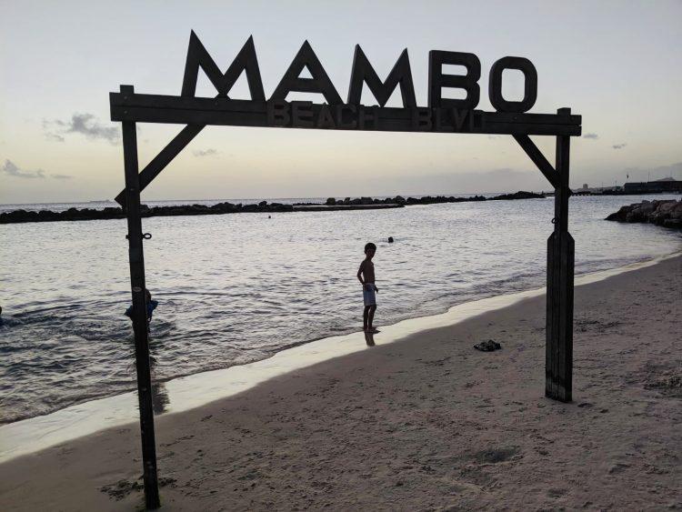 mambo beach,mambo beach curacao,review curacao,blog curacao,restaurants mambo beach,hotels mambo beach